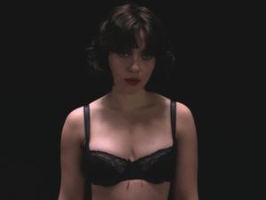 """La frase del giorno: «Mi sono persa», Scarlett Johansson in """"Under the Skin"""" di Jonathan Glazer, per rimorchiare i malcapitati."""