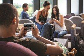 Affamati di informazioni ma distratti. Come studiare (e sopravvivere) ai tempi del multitasking
